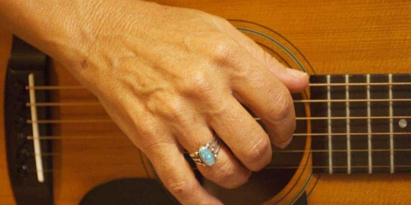 8 Best Fingerstyle Guitars – Which One Would You Choose?