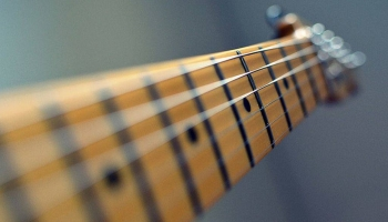 Can Electric Guitar Strings Be Used On An Acoustic?